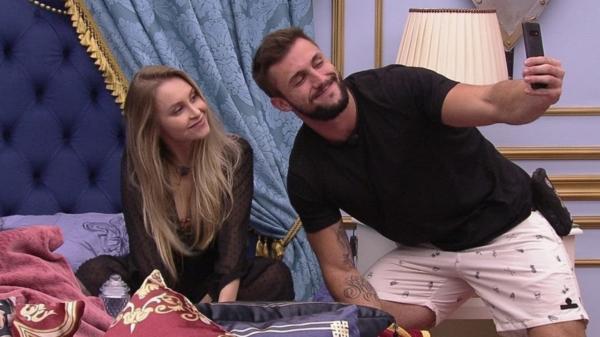Arthur comenta sobre relacionamento com Carla Diaz após fim do BBB21