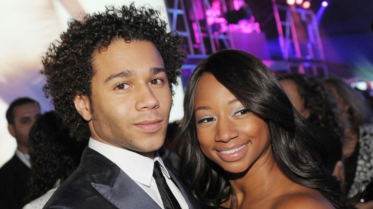 """Atores de """"High School Musical"""" serão casal em novo filme natalino"""
