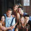 """Elenco de """"Friends"""" estampam capa de revista e falam como imaginam a vida dos personagens agora"""