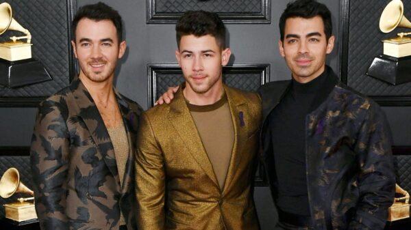 Jonas Brothers anunciam turnê