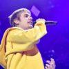 Justin Bieber dá presente para duas crianças em parque temático, confira!