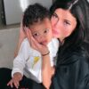 """Kylie Jenner quer que a filha Stormi assuma o """"Kylie Cosmetics"""""""