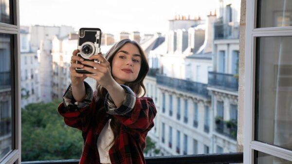 """Netflix anuncia início das gravações da segunda temporada """"Emily in Paris"""""""