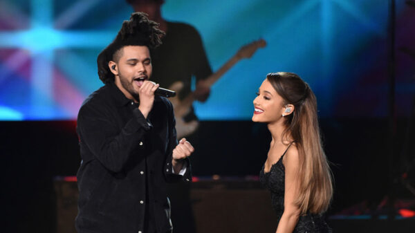"Remix de ""Save Your Tears"", de The Weeknd e Ariana Grande, atinge topo da Billboard Hot 100"