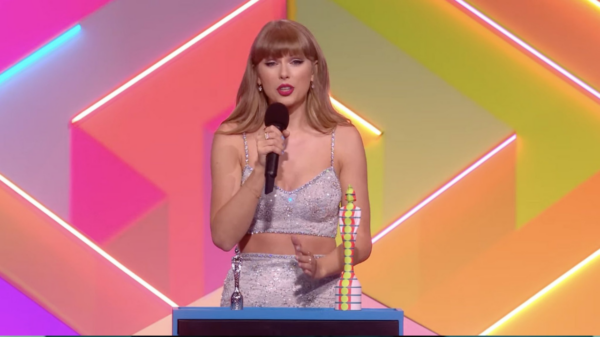 "Taylor Swift recebe prêmio de ""Ícone Global"" no BRIT Awards"