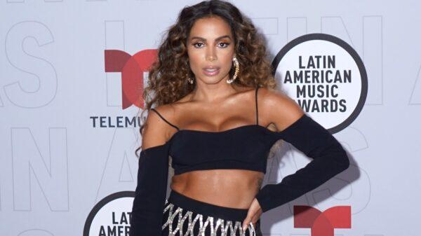 anitta conta como conheceu seu novo namorado e revela como flertava no brasil