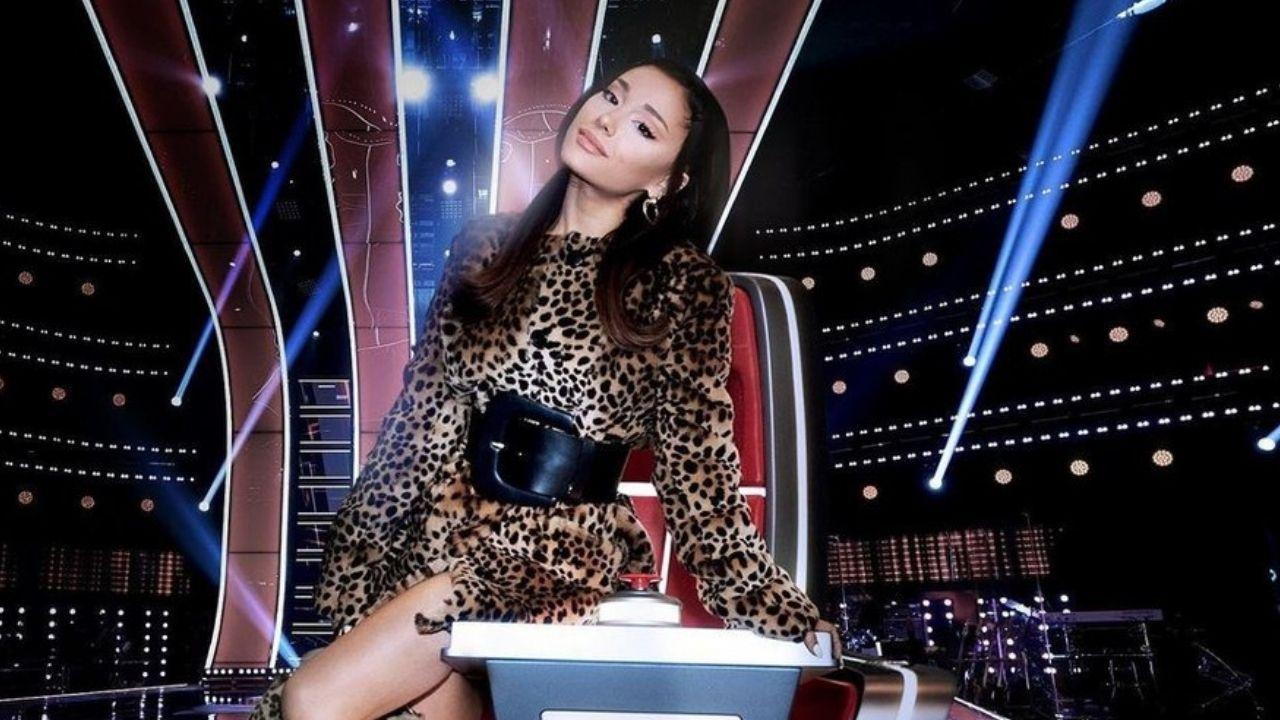 """Ariana Grande estaria influenciando participantes do """"The Voice"""" a entrarem em seu time de uma maneira muito fofa!"""