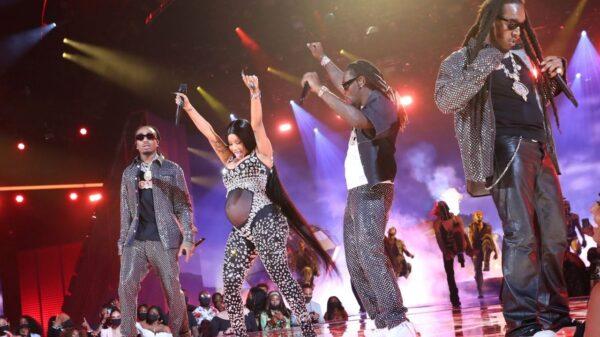 Cardi B anuncia segunda gravidez durante perfomance no BET Awards