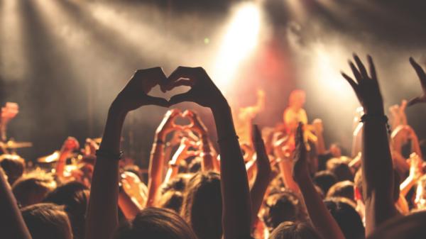 """Dia dos Namorados: BRasil tem mais de cem mil músicas com """"amor"""" no título"""