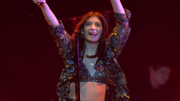 """Lorde anuncia novo single, """"Solar Power"""""""