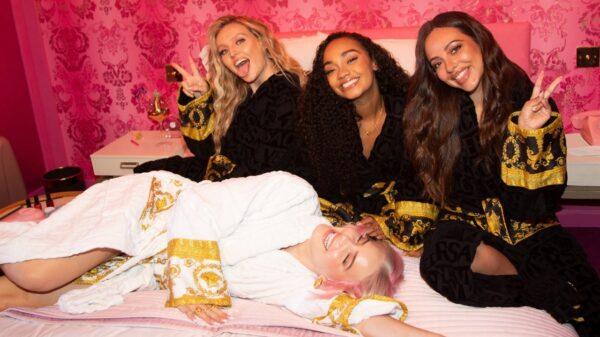 """Anne-Marie divulga capa de seu novo single, """"Kiss My (Uh Oh)"""", parceria com o Little Mix"""