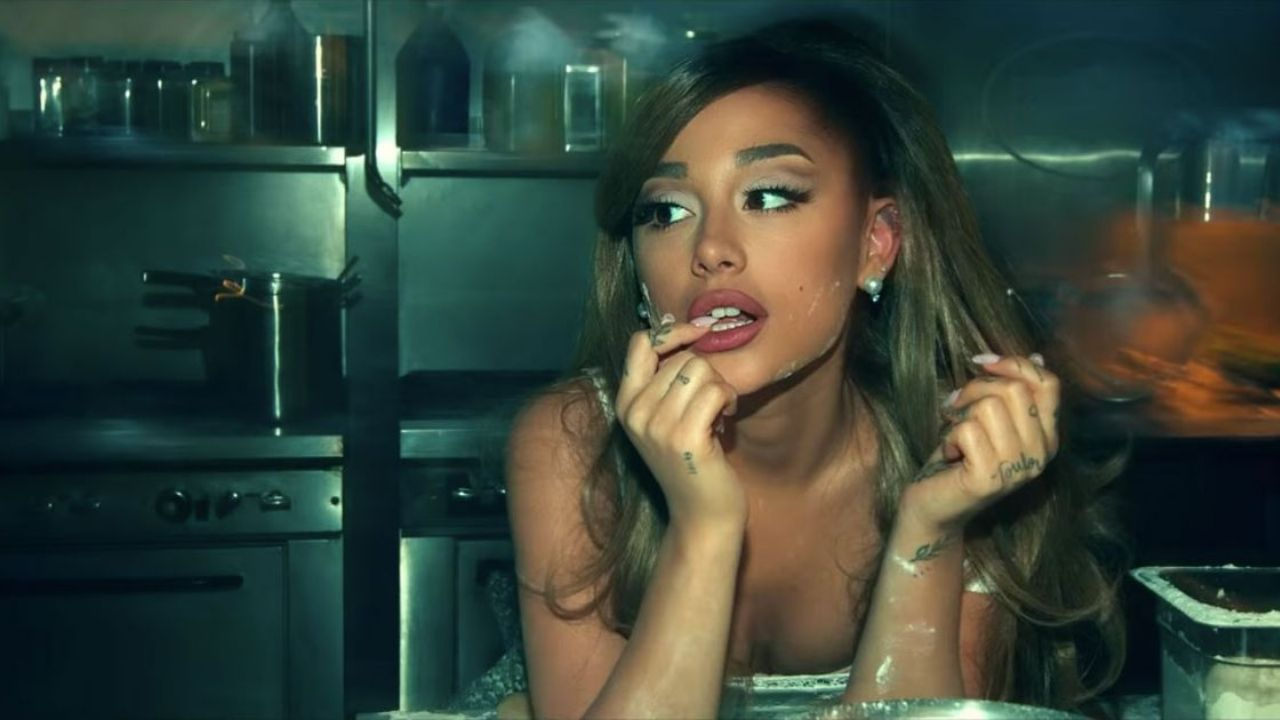 "Ariana Grande confirma live perfomance de ""off the table"" com The Weeknd e lead single ""positions"""