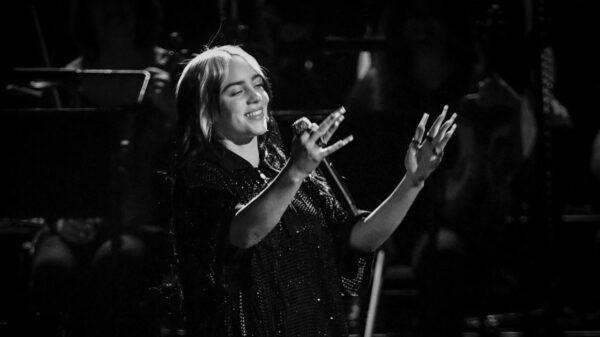 """Billie Eilish compartilha prévia do clipe de """"Happier Than Ever"""""""