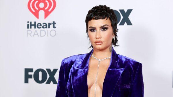 """Demi Lovato tem a melhor reação após receber spoiler de """"Pretty Little Liars"""""""