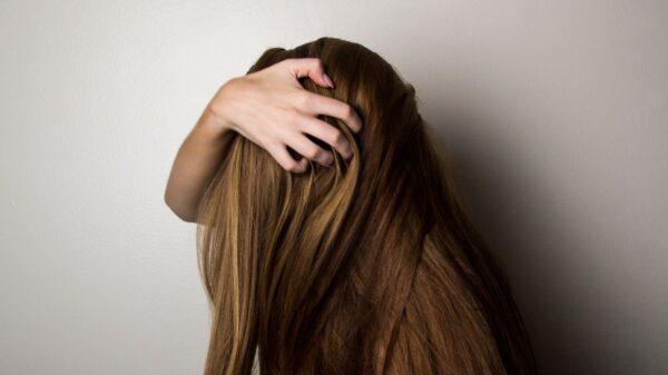 Conheça 5 cuidados essenciais para quem tem os cabelos secos