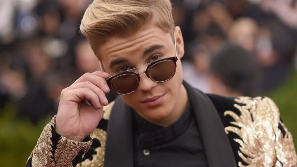 Justin Bieber conquista centésima entrada na Billboard e alcança marca incrível