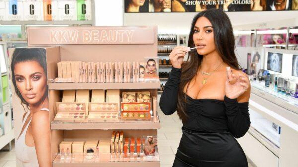 Kim Kardashian anuncia pausa temporária da KKW Beauty