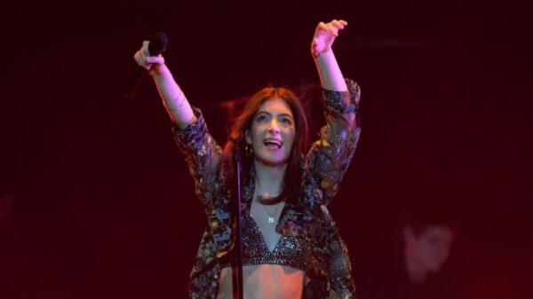 Lorde abre o coração e revela que não irá mais explicar suas canções