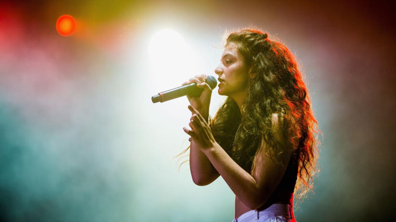"Lorde anuncia a chegada do single ""Stoned at the Nail Salon"" para a próxima semana"