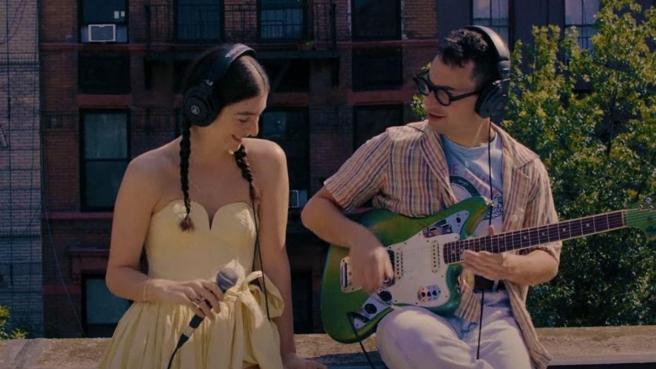 """Lorde e o produtor musical Jack Antonoff performam """"Solar Power"""" juntos"""
