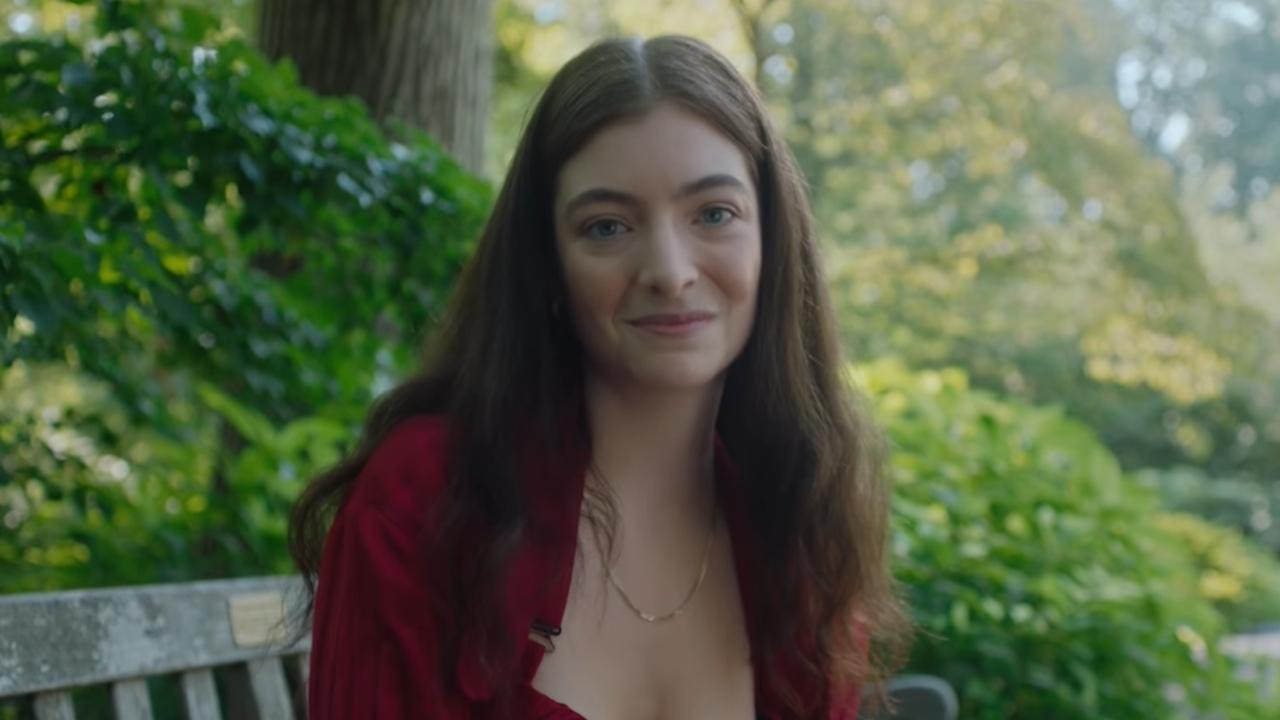 """Lorde revela mais detalhes de """"Solar Power"""" e suas influências artísticas"""