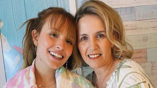 mae de larissa manoela mostra insatisfaçao em viagem e para de seguir a filha na web