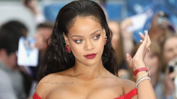 Rihanna é flagrada em set de gravação e fãs desconfiam de videoclipe