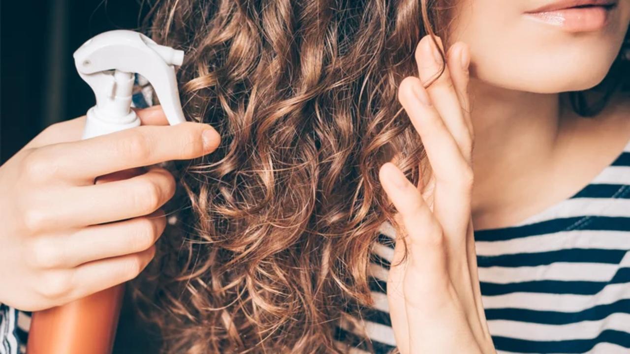 Shampoo a seco: descubra como usar e para quê ele serve