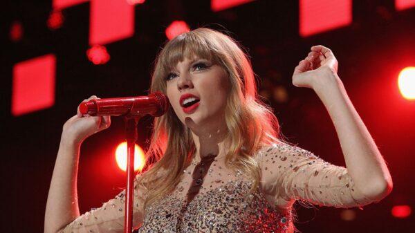"""Taylor Swift descartou uma das versões da canção """"the lakes"""""""