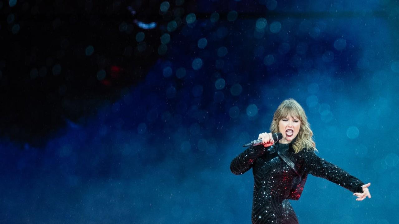 """Taylor Swift lança versão original da canção """"the lakes"""""""