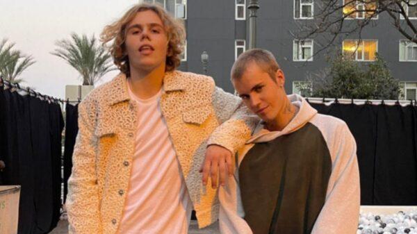 """The Kid LAROI divulga prévia de """"Stay"""", parceria com Justin Bieber"""