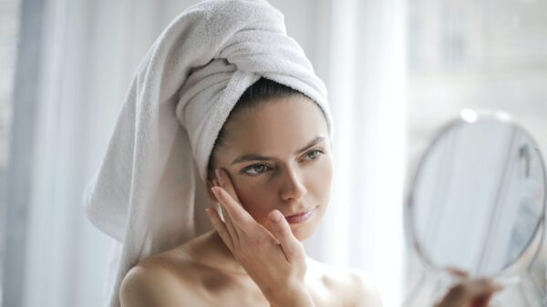 3 dicas para evitar a acne e o ressecamento causados pelas máscaras de tecido