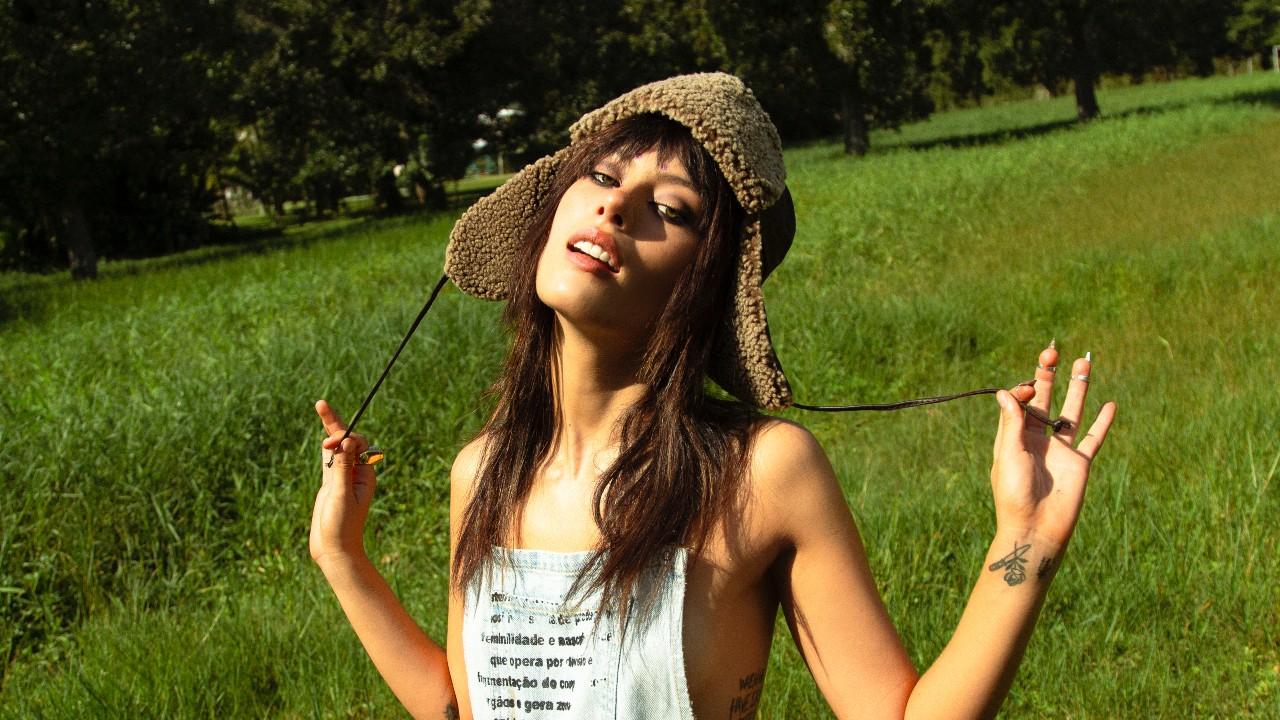 Alissic, cantora brasileira radicada em Londres, lança música composta em parceria com Oli Sykes, do Bring Me The Horizon