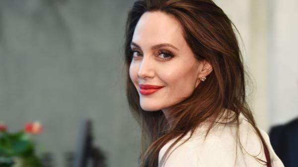 Angelina Jolie faz perfil no Instagram após receber carta emocionante