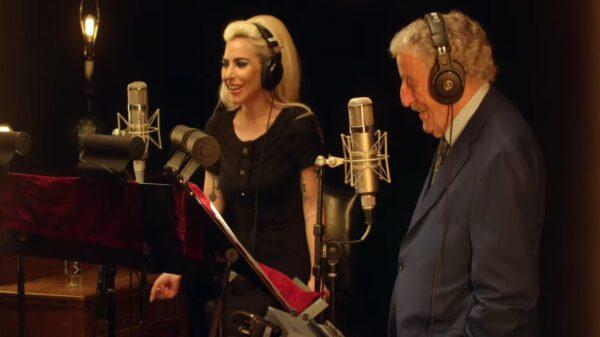 """Ao lado de Tony Bennett, Lady Gaga lança clipe para """"I Get A Kick Out Of You"""""""