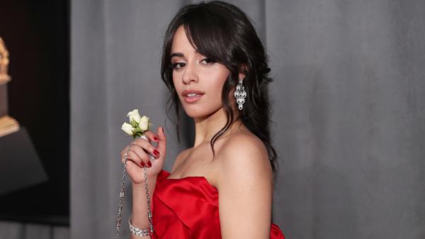 """Camila Cabello é """"Cinderella"""" em primeiro trailer oficial da adaptação"""
