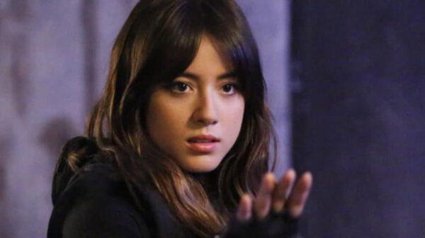 "Chloe Bennet, intérprete de Florzinha, deixa o elenco de ""As Meninas Superpoderosas"""