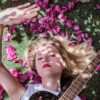 Conheça Ana Schurmann, a cantora brasileira que emplaca entre as mais ouvidas na Europa