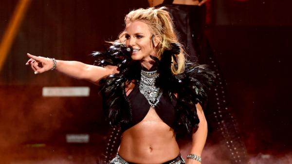 Dançarina de Britney Spears relembra momento em que cantora foi obrigada a se apresentar