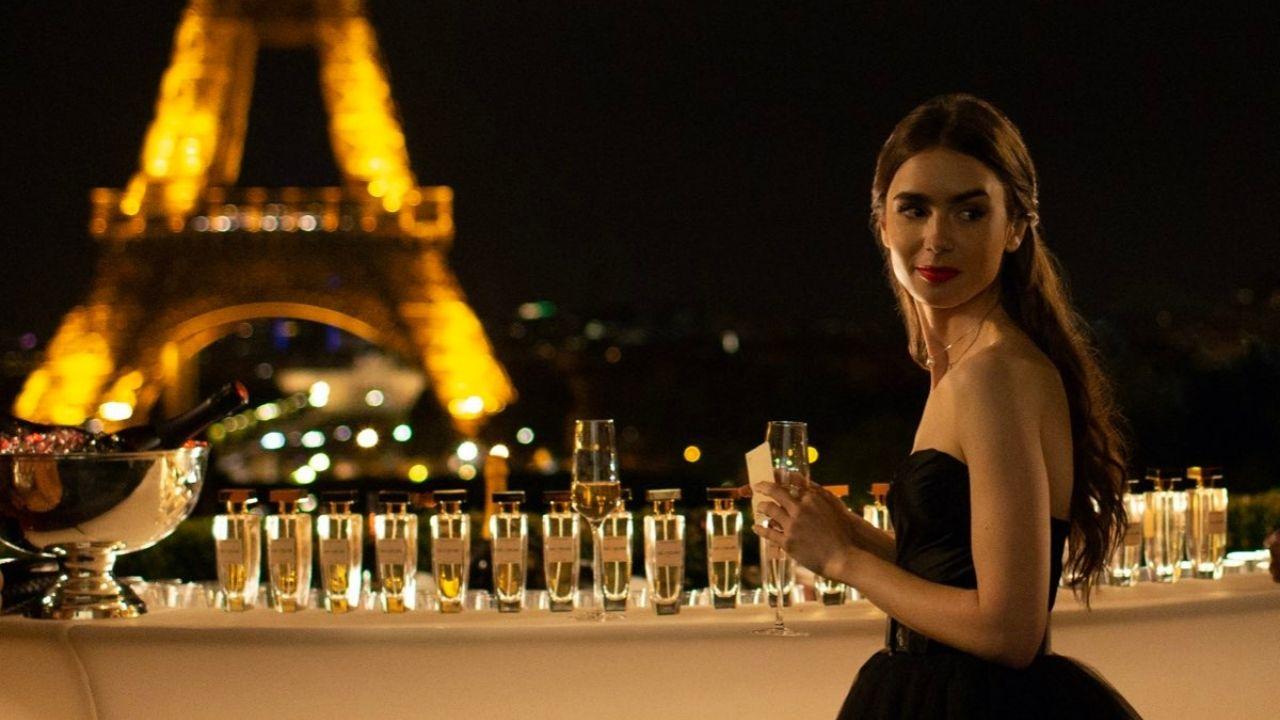 """Lily Collins anuncia fim das gravações da segunda temporada de """"Emily In Paris"""""""