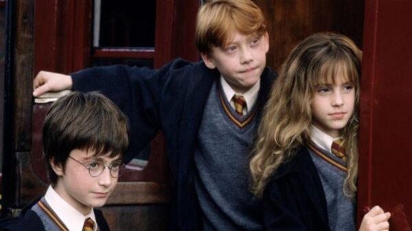 """""""Harry Potter e a Pedra Filosofal"""" ganha uma nova versão em comemoração aos 20 anos do filme"""