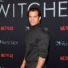 """Henry Cavill relembra de grave lesão e como foi difícil seguir as gravações de """"The Witcher"""""""