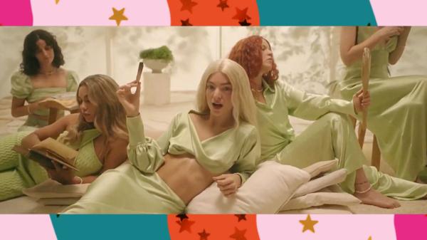 "Lorde aparece loira em clipe de ""Mood Ring"", novo single"
