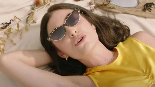 """Lorde empresta vocais a cover de """"Torn"""", de Natalie Imbruglia, durante o """"Fantástico"""""""