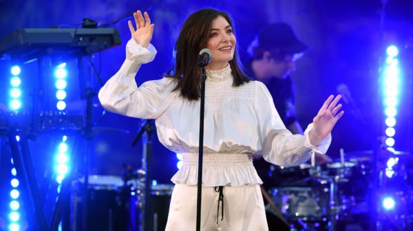 """Lorde revela que não pensa no sucesso de """"Royals"""" ao lançar músicas novas"""