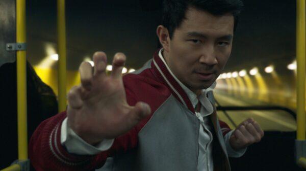 saiba como simu liu treinou para shang-chi e a lenda dos dez aneis