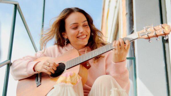 """Com novo nome artístico e reviravolta na carreira, Manda lança o álbum """"Música"""""""