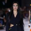 Dua Lipa vira modelo na Semana de Moda de Milão
