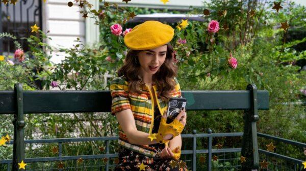 """Netflix divulga imagens inéditas da segunda temporada de """"Emily in Paris"""""""