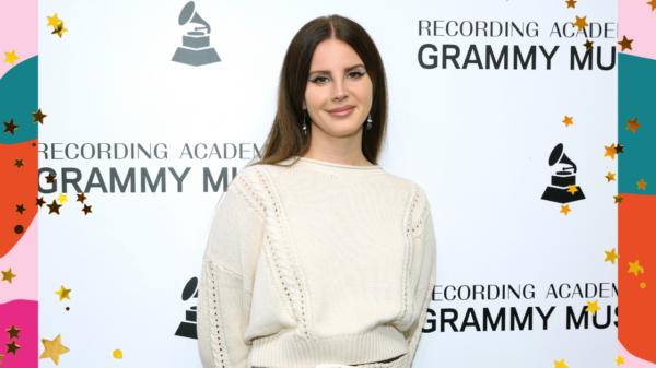 """Lana Del Rey anuncia novo single """"Arcadia"""""""